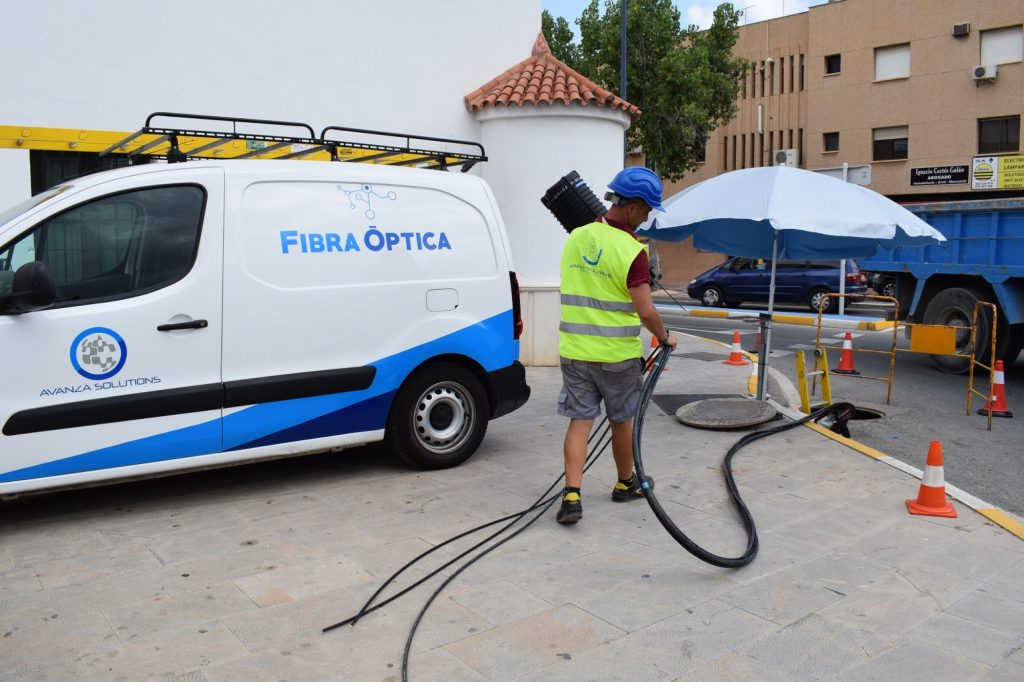 Foto de Despliegue de una red de Fibra Óptica del Grupo Avanza