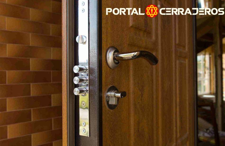 Foto de Las cerraduras en las puertas principales por PORTAL