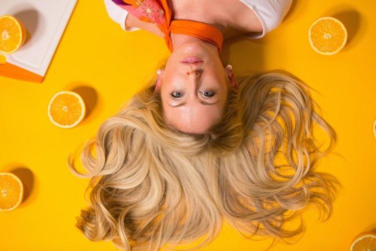 Foto de Blow Dry Bar explica las claves para cuidar el cabello rubio