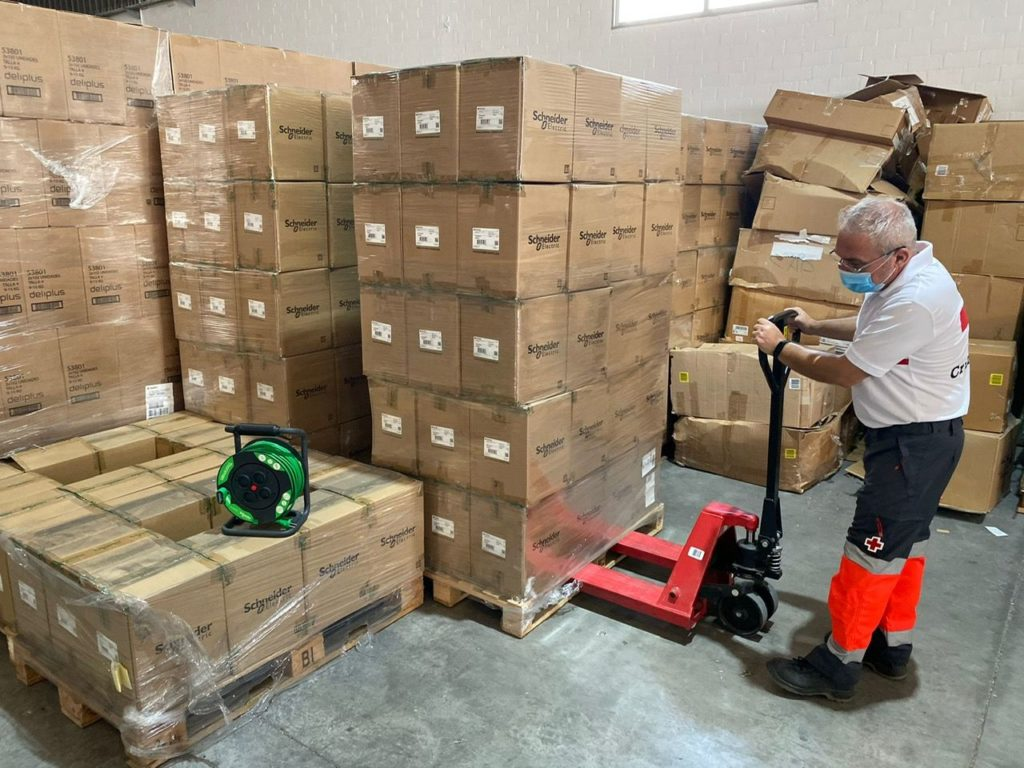Foto de Schneider Electric dona 24.000 kilogramos de producto a