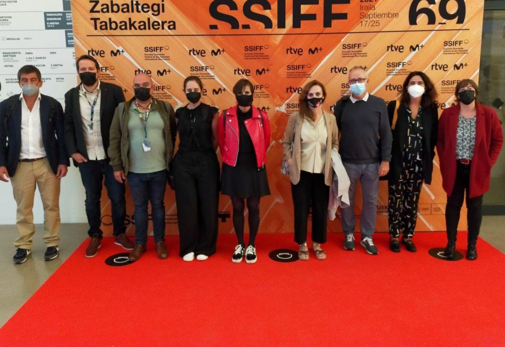Foto de epresentantes del Ministerio y de REDCAU tras la reunión